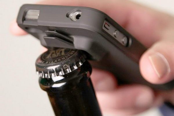 iPhone 4S в роли открывалки