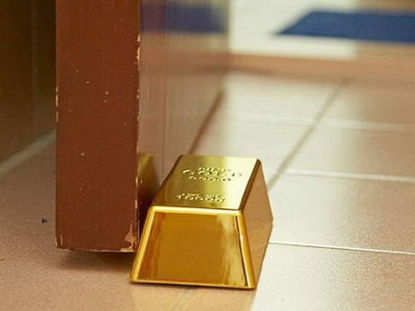 Золотой слиток - фиксатор для двери