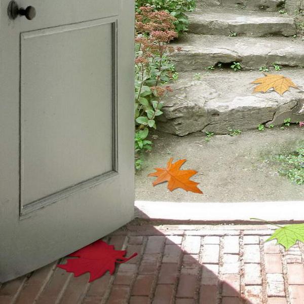 Фиксатор для двери в виде кленового листа
