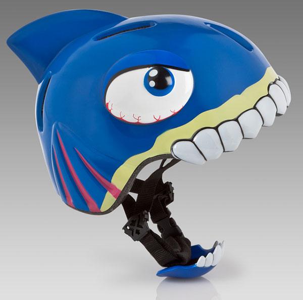 Шлем в виде акулы