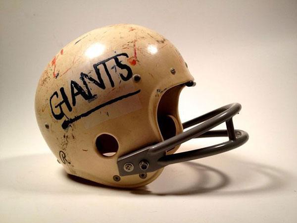 Мотоциклетный шлем в стиле американского футбола