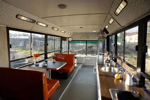 Городской автобус: шикарная версия дома на колесах