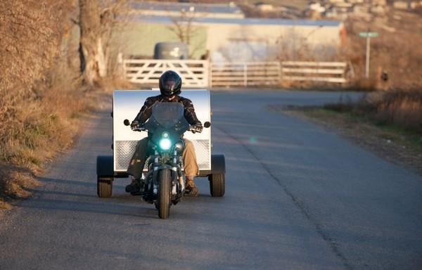 Moby1 C2 Trailer – дом на колесах для мотоциклистов