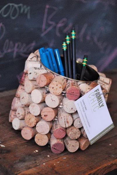 карандашница из винных пробок
