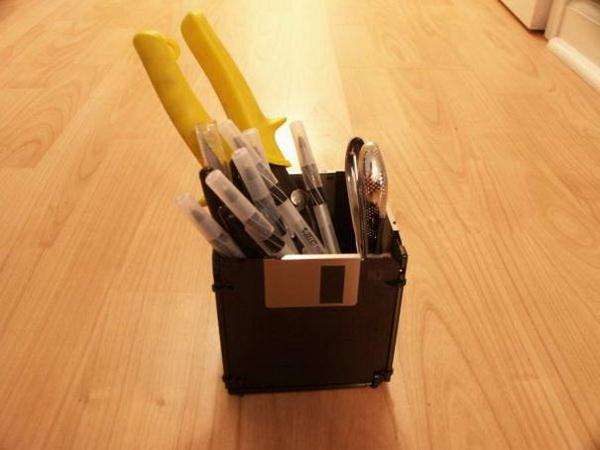 дискеты, переделанные в карандашницу