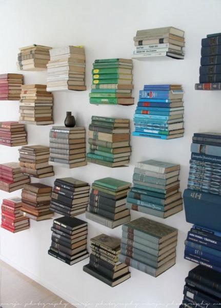 незаметные  металлические книжные полки