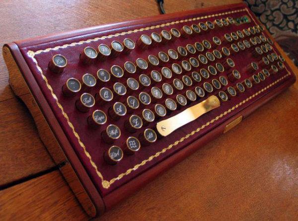 Клавиатура от Buccaneer в стиле «стимпанк»