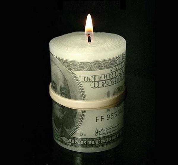 оригинальные свечи в форме пачки долларов
