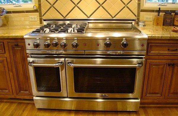 В идеальной духовке две духовки, большая варочная панель