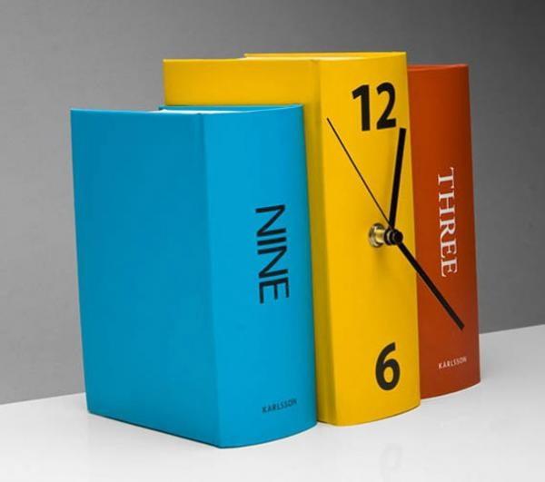 часы в форме книги