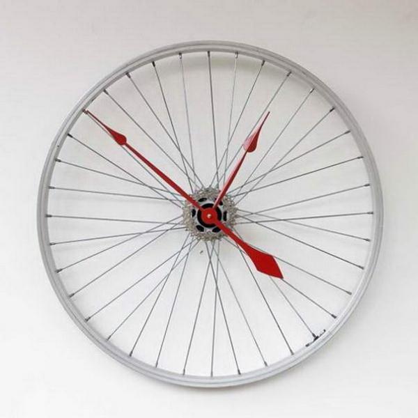 велосипедное колесо в роли часов