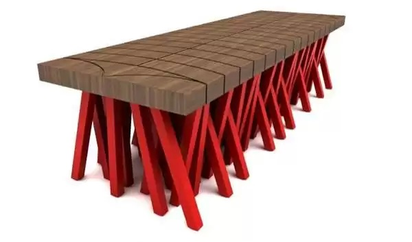 Стол-'сороконожка' Centopeia Bench от Mula Preta Design