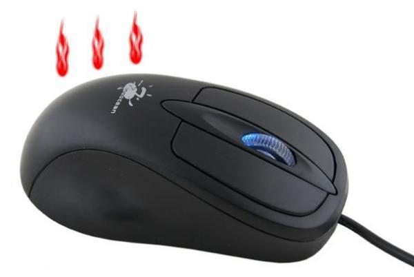 Мышка, обогревающая руки