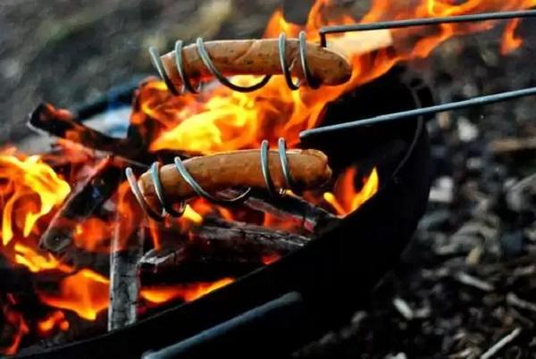 Шампуры Hot Dog Roasting Sticks для приготовления идеальных сосисок на костре