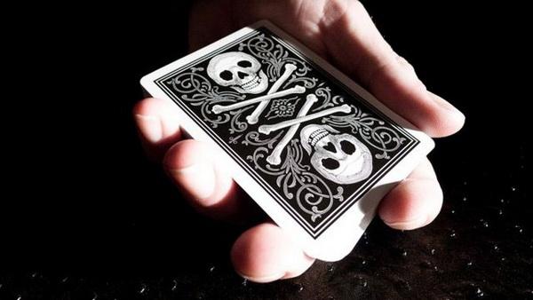 карты с черепом и костями