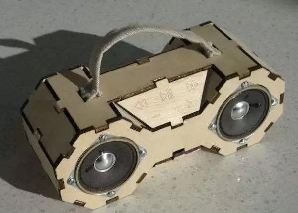 Smart Boombox - аудиомагнитофон из подручных материалов