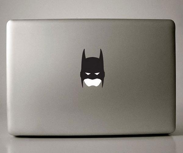 Бетмен на крышке девайсов