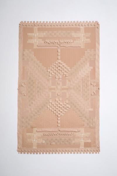 Коллекция оригинальных ковров, созданных из лейкопластыря