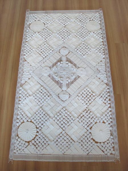 Коллекция оригинальных ковров, созданных из необычных материалов