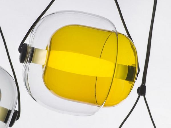 Цветной светильник Capsula от дизайнера Lucie Koldova