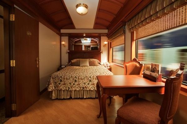 Роскошная спальня в поезде
