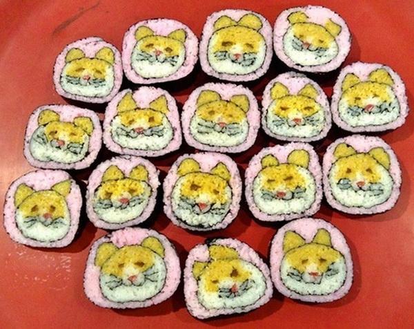 коты в рулонах суши