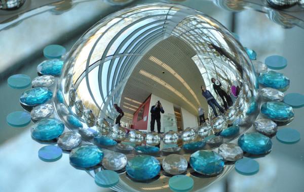 Уникальные напольные покрытия из драгоценных камней, оптического стекла и зеркал от Suzan Drummen
