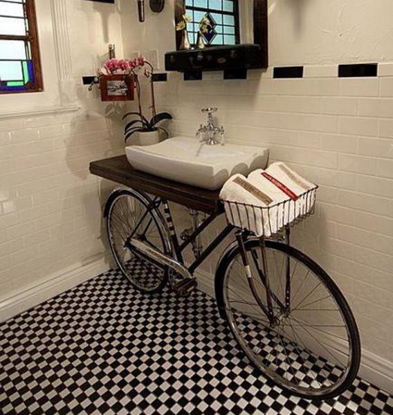 полка в ванной из велосипеда