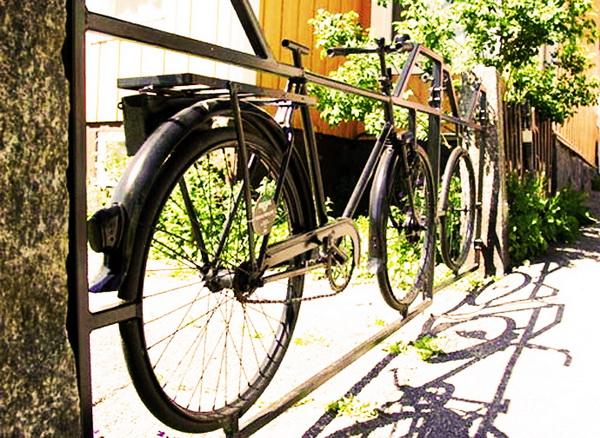 забор из целых велосипедов