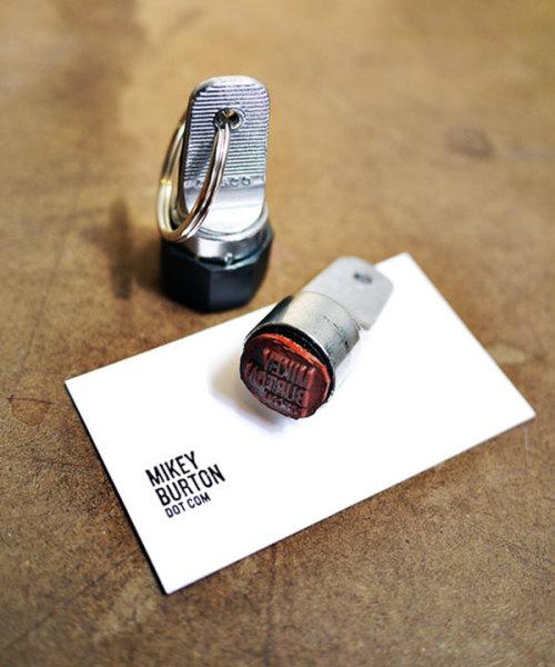 оригинальный брелок с печатью