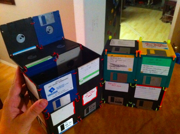 коробка для обедов из дискет