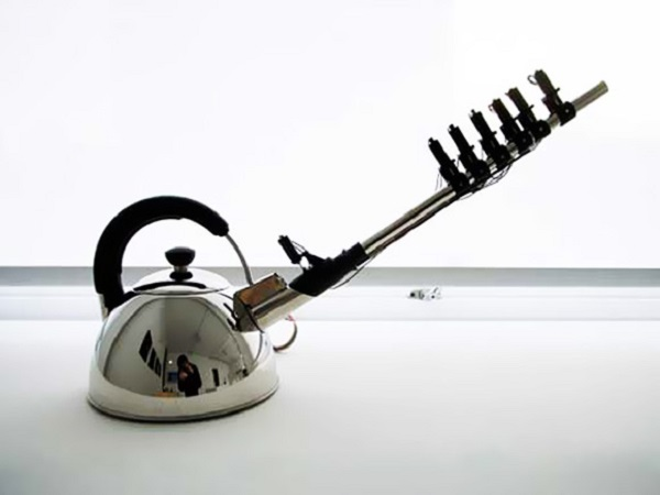 Поющая насадка вместо свистка - странный чайный аксессуар от Yuri Suzuki и Naoki Kawamoto