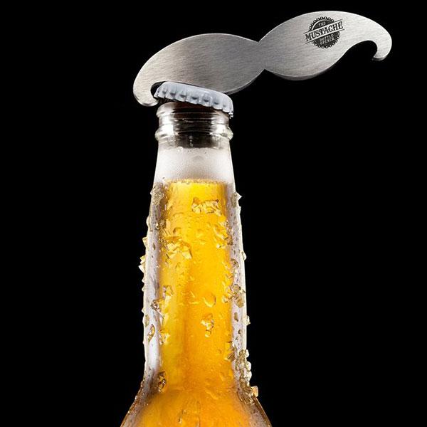 «усатый» брелок, открывающий бутылки