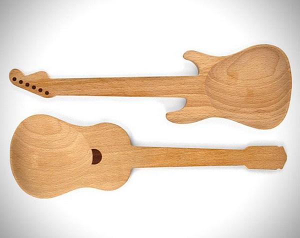 Деревянная ложка в форме гитары