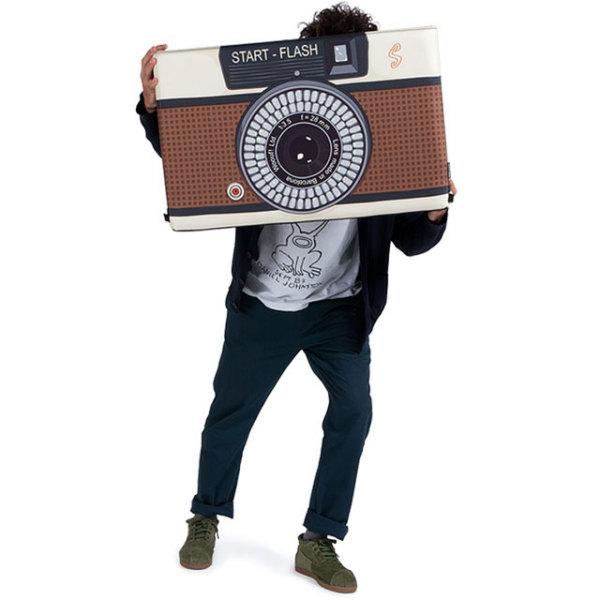 чемодан, стилизованный под фотоаппарат