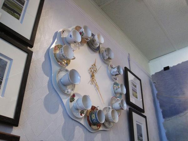 необычные часы из чайного сервиза