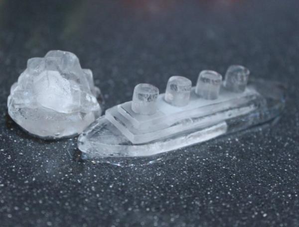 лед в форме легендарного корабля