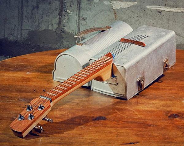 коробка для обедов в виде гитары