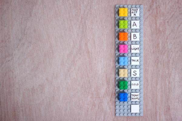 календарь-планировщик из конструктора ЛЕГО
