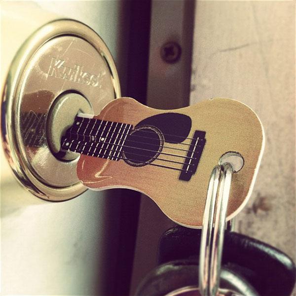 Основание ключа в форме гитары