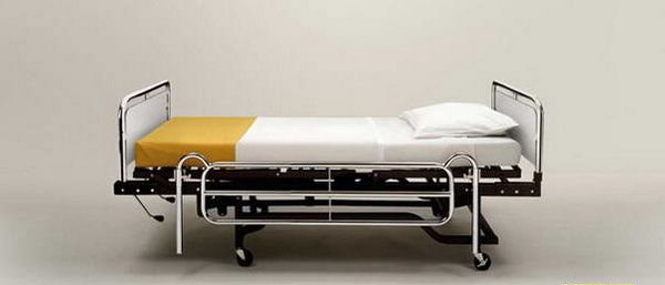кровать, иммитирующая сигареты: смертное ложе для заядлых курильщиков