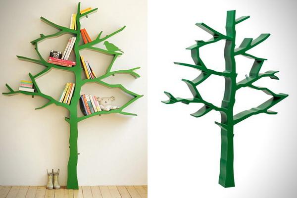 Деревянное дерево в роли книжного шкафа