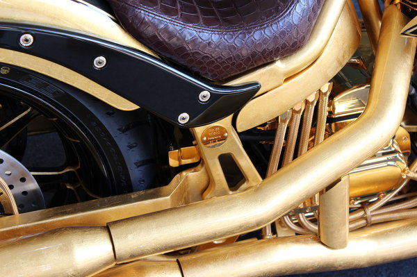 Золотом покрыты практически все детали