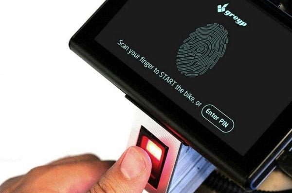 Одна из особенностей Greyp G-12 - сенсорная панель со сканером для отпечатков пальцев