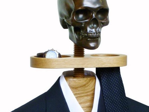 камердинер с бронзовым черепом от Sam Brown