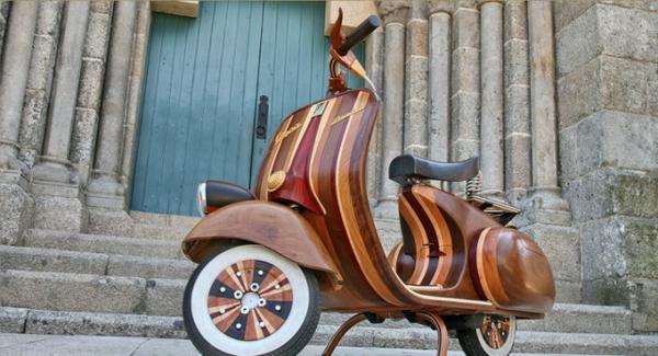 Vespa: деревянный скутер на улицах города