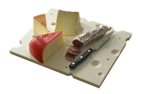 Оригинальная разделочная доска от PLANT Design Group, продлевающая срок годности сыра