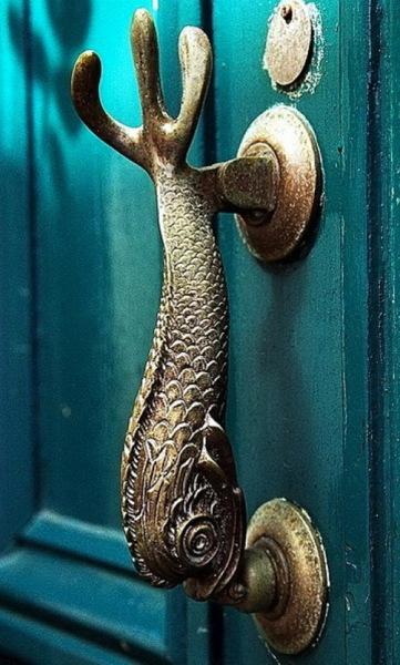 Дверная ручка в виде рыбы