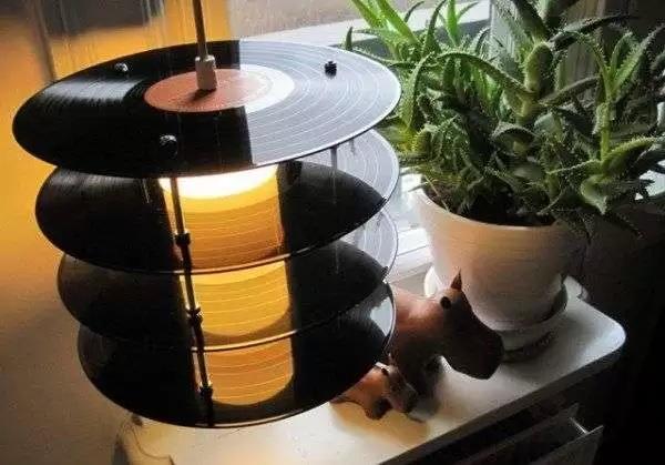 LP Table Lamp от Genanvendt - оригинальная лампа-ночник для меломанов и поклонников ретро