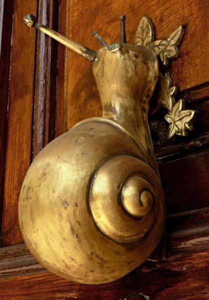 улитка в качестве дверной ручки
